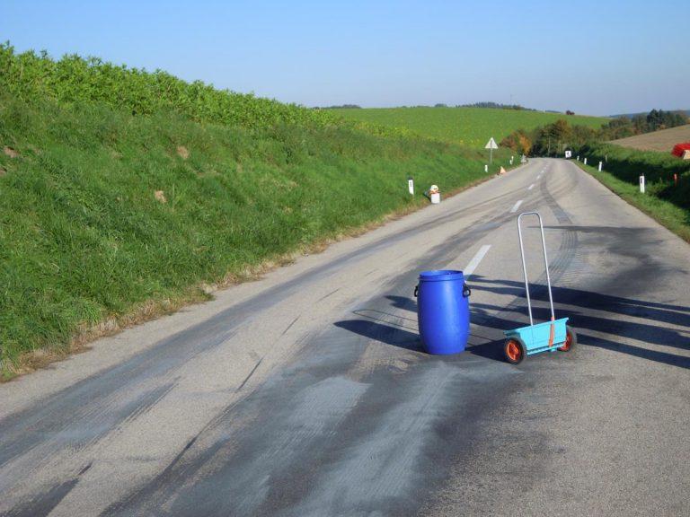 Einsatz Ölspur Hauptstraße Pennewang - Offenhausen 2